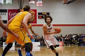 Men's basketball suffers first loss of season in OUA Gold ...