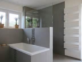 bathroom wall ideas on a budget die besten 17 ideen zu graue fliesen auf u
