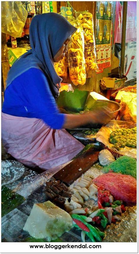 Resep jajanan pasar ini masih tetap digemari di kalangan masyarakat ataupun dimana saja. Jajanan Pasar Murah Meriah di Pasar Pagi - BLOGGER KENDAL