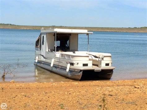 30 Pontoon Boat by 2006 Used Sun Tracker Hut 30 Pontoon Boat For Sale