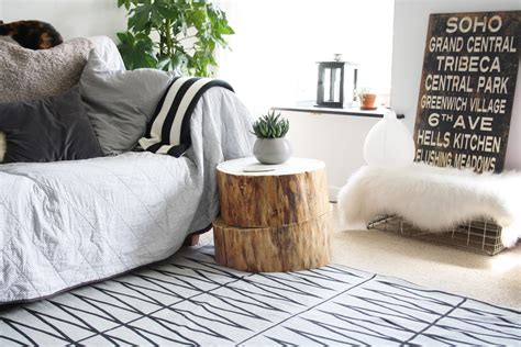 Tree trunk side table.   STYLE SPACE AND STUFF