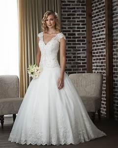 classic wedding dress styles wedding dress buying tips With wedding dress styles