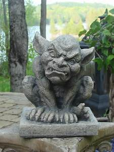 Horace Gargoyle - Mondus Distinction Garden Decor