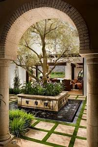 Innenhof Spanischer Häuser : mediterran pergola patio by south coast architects inc garten pinterest garten garten ~ Udekor.club Haus und Dekorationen