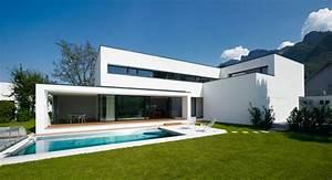 Moderne Häuser Mit Pool : modernes einfamilienhaus mit pool ~ Markanthonyermac.com Haus und Dekorationen
