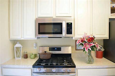refresh oak kitchen cabinets antique white kitchen cabinet refresh general finishes 4683