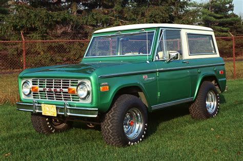 ford bronco   expect  fords reborn