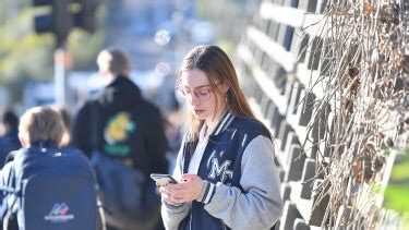 Mobile phones to be banned in state primary and secondary ...