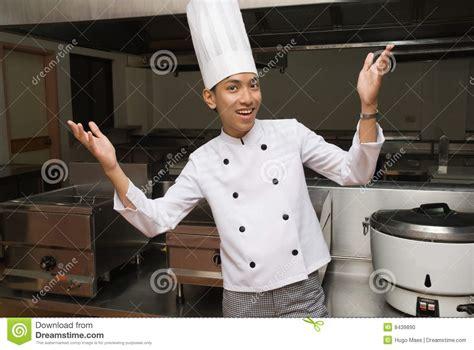 cuisine de a z chef chef chinois dans la cuisine de restaurant photo stock