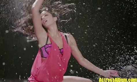 bollywood katrina kaif hot wet  sexy thigh show
