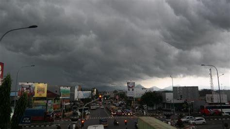 gambar awan hitam hd