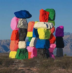 The rainbow rocks of ugo rondinone the chromologist for Seven magic mountains ugo rondinone