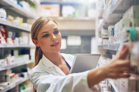 Pharmacy Assistant by What S The Difference Between A Pharmacy Assistant And A