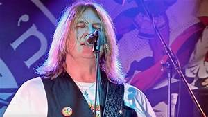 DEF LEPPARD Singer JOE ELLIOTT Names His Favorite Band Of ...