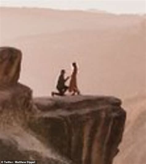 Photographer took STUNNING engagement photo of two ...