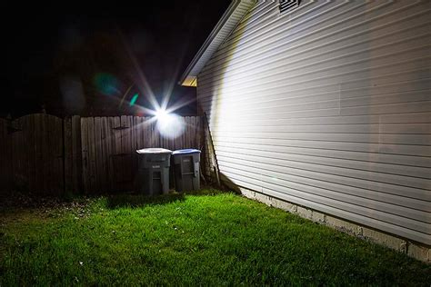 solar led motion sensor light by duracell 400 lumens