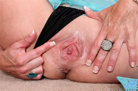 Hot Milf Cassy Torri Exposes Her Curvaceous Mature Body In The Nude
