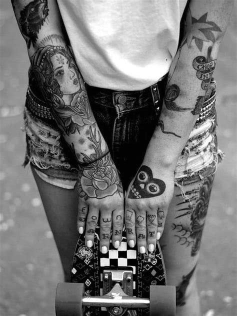 175 Small Hand Tattoo Ideas (Ultimate Guide, April 2020)