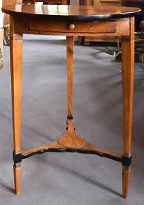 Kleiner Runder Beistelltisch : kleiner runder beistelltisch kirsche ca 1790 ~ A.2002-acura-tl-radio.info Haus und Dekorationen