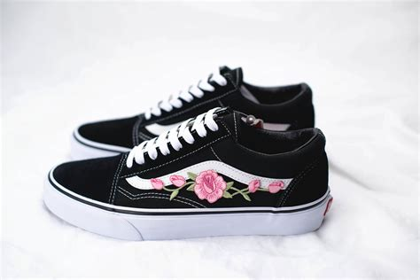 We no longer carry the rose thorns old skool shoes you are looking for. Vans Old Skool Custom 'Rose Patch' EUR 34.5 47