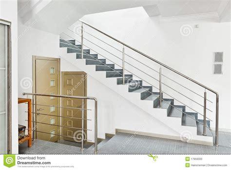 res d escalier interieur moderne avec l int 233 rieur d escalier en m 233 tal photos stock image 17959333