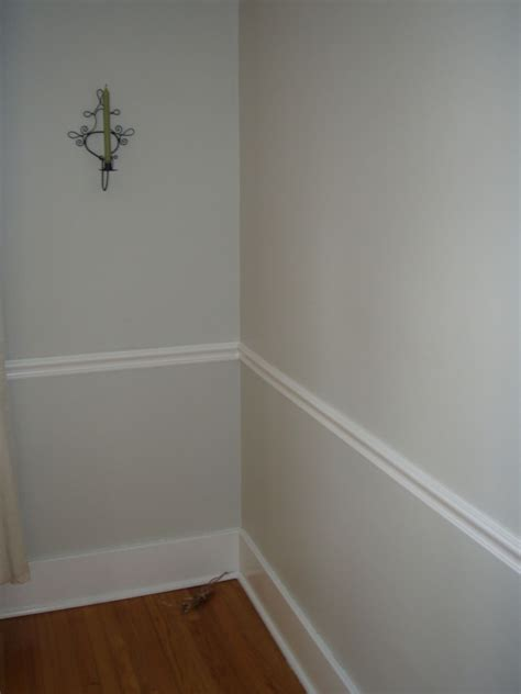 home interior and wall decoration using chair rails
