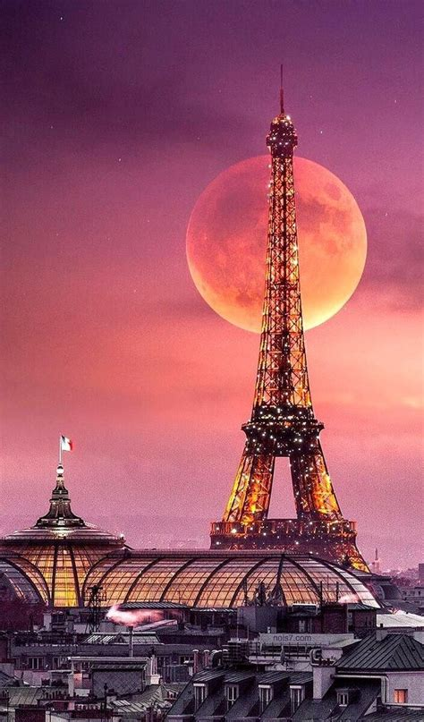 eiffel tower  large moon fotografia de paisagem