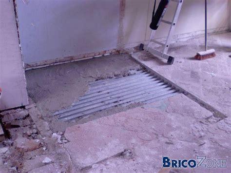 faire une salle de bain avec un sol en plancher