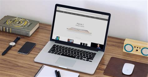 macbook bureau macbook sur un bureau mockup gratuit magazine du webdesign