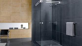 bathroom door designs duschabtrennung aus glas mit schiebetüren 4 duschkabinen