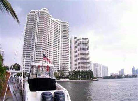 WIlliams Island 2000 Condo for Sale Rent. Miami Real Estate
