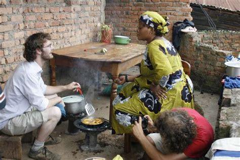 comment cuisiner du manioc 090324 mathias pollet petit cours d 39 hospitalité congolaise