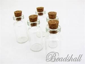 Glasflaschen Mit Korken : 25 einzigartige glasflaschen mit korken ideen auf pinterest weinflasche mit glas weinflasche ~ Orissabook.com Haus und Dekorationen