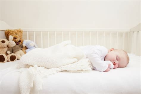fauteuil chambre bébé allaitement decoration chambre chambre bebe comment decorer