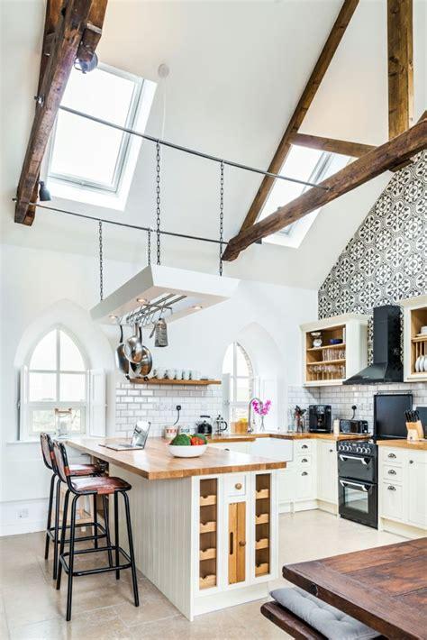 Schwingfenster Sorgen Fuer Viel Licht Im Raum by Die Verwandlung Einer Kapelle In Modernen Wohnraum