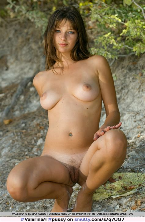 Pussy Shaved Naked Outdoors Trimmed Showingpussy