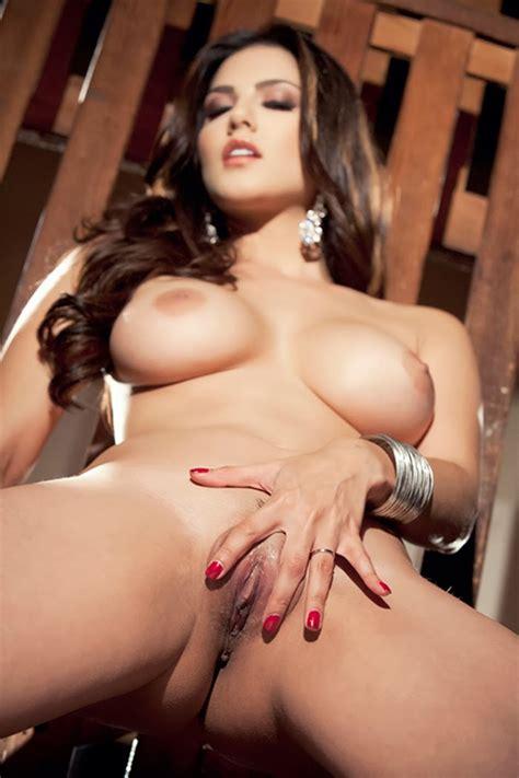 Sunny Leone Revealed Boobs N Bur