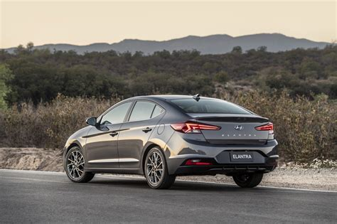 2019 hyundai elantra limited 2019 hyundai elantra arrives with a new and more tech