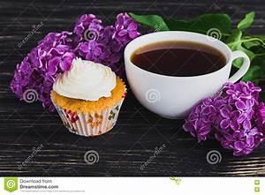 Kaffee Und Kuchen Bilder Kostenlos : kleine kuchen mit sahne kaffee und blumen stockfoto bild 71538097 ~ Cokemachineaccidents.com Haus und Dekorationen
