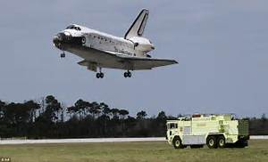 Space shuttle landing: Discovery back on Earth after its ...