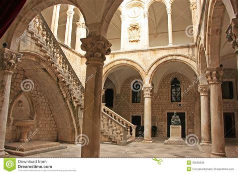 oreillette le palais du recteur vieille ville de