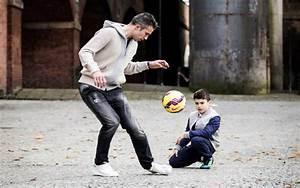 (Video) Manchester United striker Robin van Persie's son ...