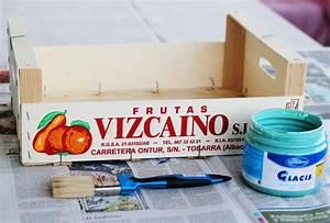 De caja de frutas a estantería (DIY) Con botas de agua