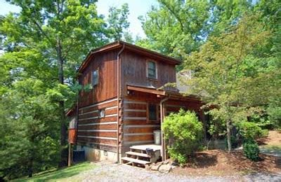 pet friendly cabins pigeon forge whisper 2br cabin pet friendly cabins in pigeon
