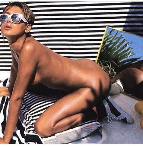 Rihanna Nua Em Icloud Leak Scandal