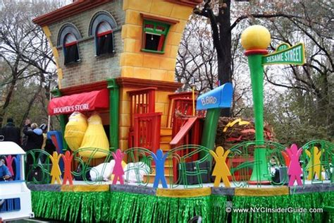 thanksgiving   york city  hotels parade map