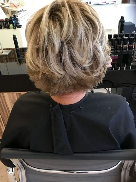 Cheveux Court Highlights Blondehair Salontournier Hair Etc Cheveux Coiffure And Cheveux