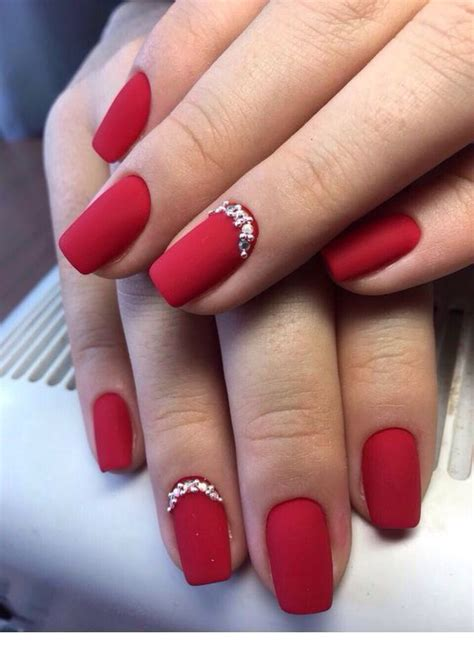 I have thin nails prone to breaking, and most nail polish doesn't last well for me. New Year Red Nail Styles To Inspire You 2020 | Red gel nails, Simple nails, Christmas nails