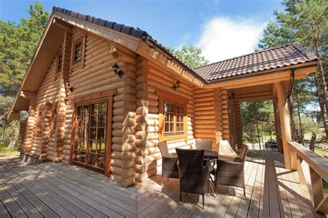 Wooden Houses : Family Roosve Log House