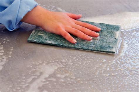 nettoyer les joints de carrelage sol et mural d une salle